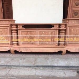 Kệ tivi gỗ hương đá mẫu cột nho